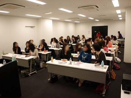 11美人になる方法お勉強会名古屋自己紹介中.jpg