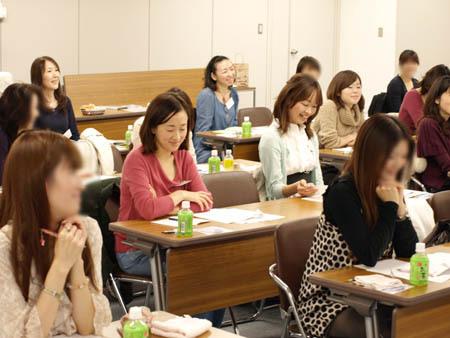 1 東京 温かい表情で聞くご参加者さま.jpg