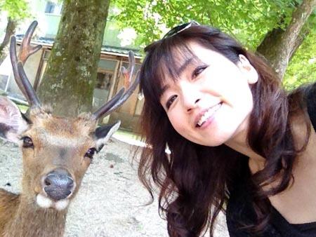 1宮島 鹿とツーショットカメラ目線.jpg