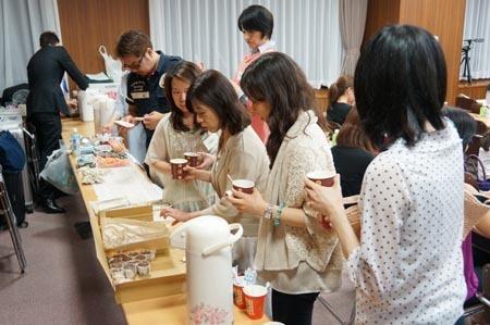 1東京二日目 お茶に並ぶ.jpg