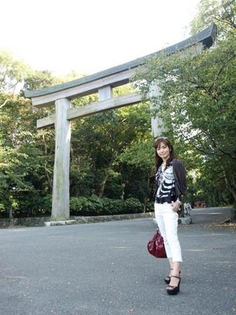 1福岡護国神社鳥居前.jpg