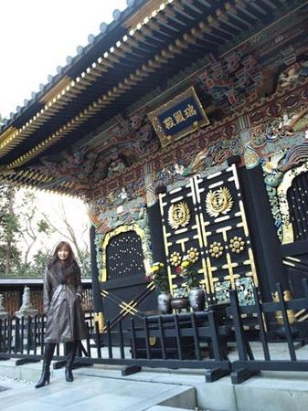 1観光 瑞宝殿とワタナベ.jpg