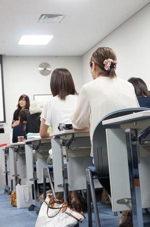 1高松 ワタナベと机.jpg
