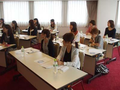 22 美人 神戸 右側の横の人々.jpg