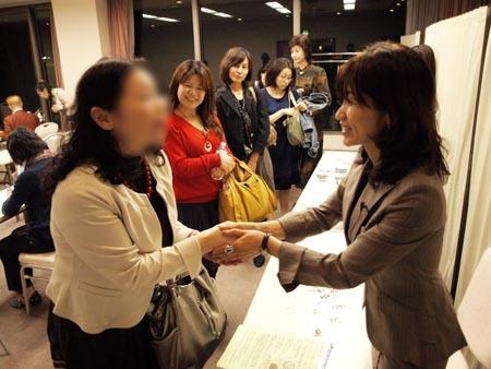22 仙台 お別れ握手.jpg