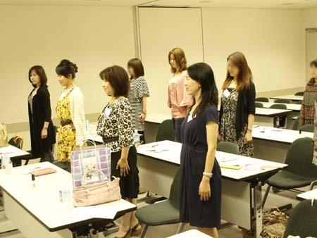 24 美人 福岡 正しい立ち方.jpg