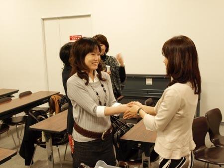 25 美人 固い握手.jpg