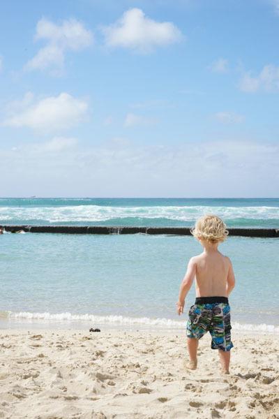 ハワイ海と子供.jpg
