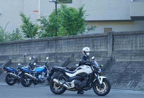 バイク 引き回し.jpg