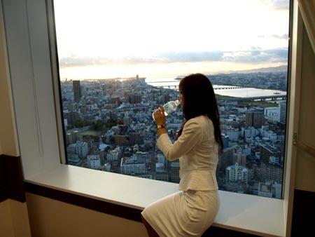 大阪 水飲むワタナベ.jpg