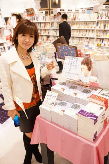 大阪 紀伊國屋書店前にて.jpg