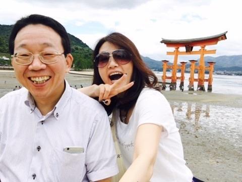 宮島 川本さんとピース.jpg