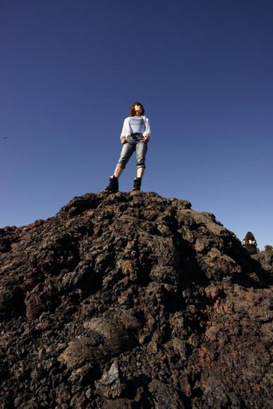 溶岩の上ワタナベ.jpg