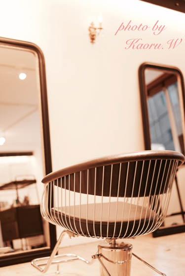 美容院 椅子と鏡.JPG