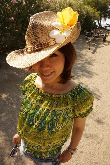 麦ワラ帽子に花のワタナベ.jpg