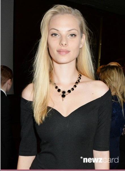 T 黒ドレス.jpg